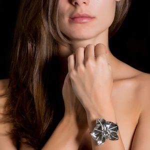 pulseira-orquidea-ouro-branco-diamantes-modelo