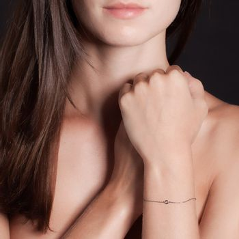 pulseira-charm-ouro-branco-rodio-negro-modelo