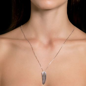 colar-pingente-tropical-ouro-branco-diamantes-modelo