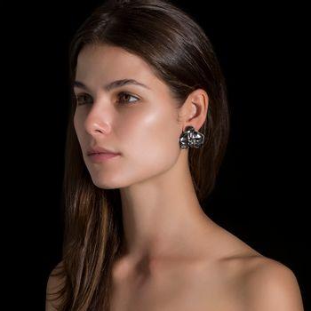 brinco-orquidea-prata-rodio-negro-diamantes-modelo