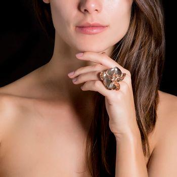 anel-orquidea-rosa-diamante-modelo
