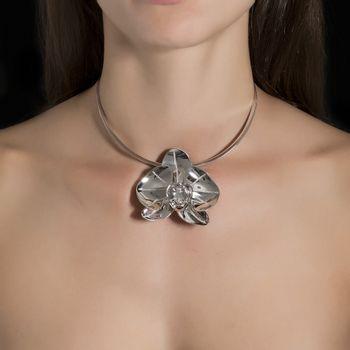 colar-orquidea-ouro-branco-diamantes-modelo