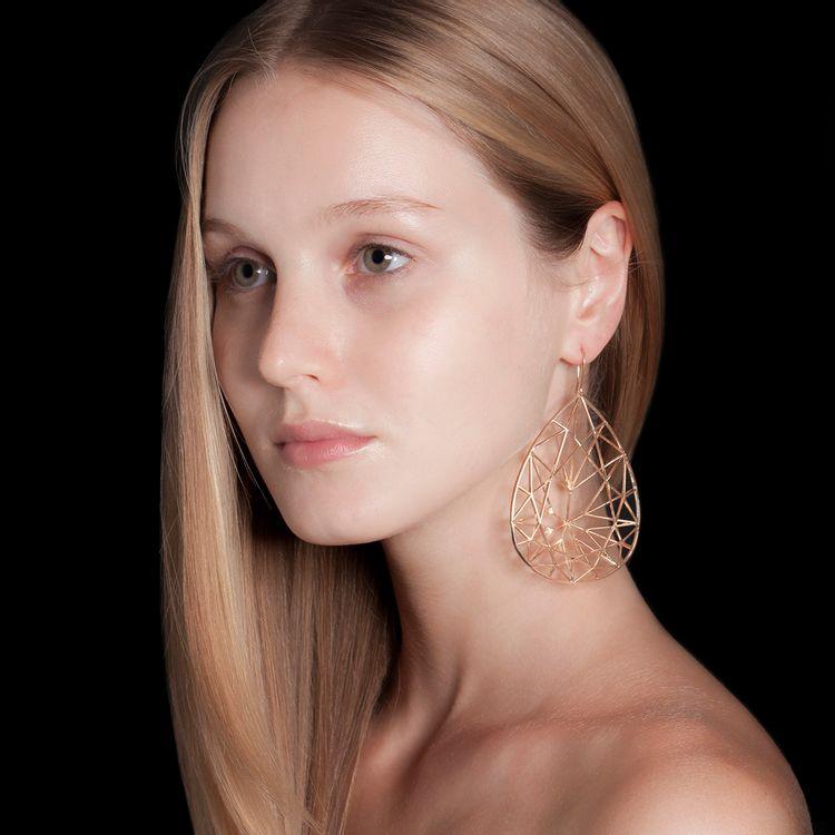 brinco-gota-brilhante-prata-ouro-rosa-modelo