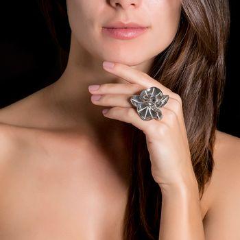 anel-orquidea-ouro-branco-diamantes-modelo