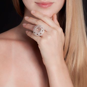 anel-redondo-diamante-ouro-branco-modelo