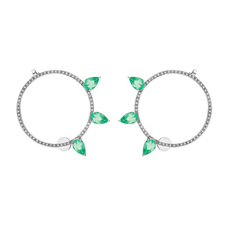 argola-avant-garde-ouro-branco-18k-com-gotas-de-esmeralda-e-diamantes-still