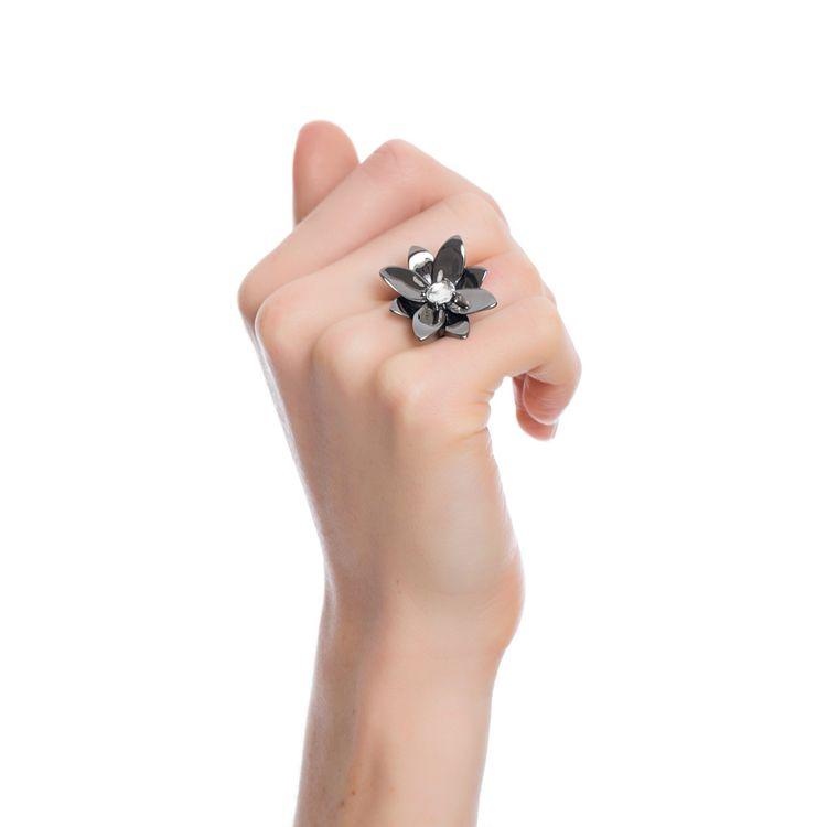 anel-blossom-prata-com-banho-de-rodio-negro-e-safira-incolor-modelo