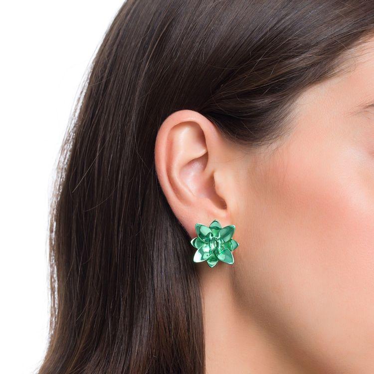 brinco-blossom-prata-com-green-lacquer-e-safira-verde-modelo