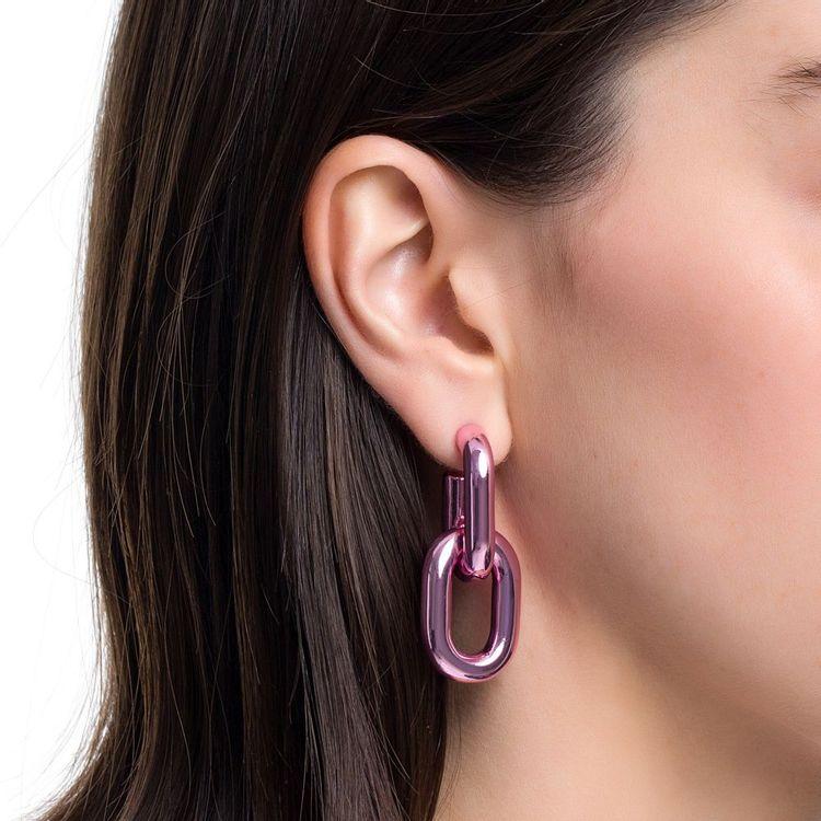 brinco-dois-elos-g-prata-com-pink-lacquer-modelo