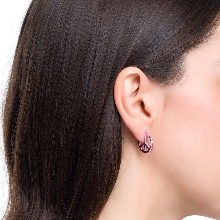 brinco-peace-and-love-prata-com-pink-lacquer-modelo
